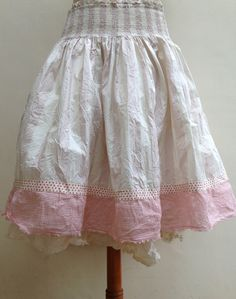 SKIRT MADE OF COTTON WITH SOFT PINK STRIPES.