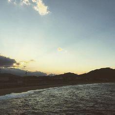 【pinokio_e】さんのInstagramをピンしています。 《ちょっと寂しげで どこか暖かい そんな故郷の海  The sea of my hometown.  #香川県 #海 #sea #sentimental #startingpoint》
