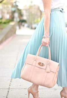 Love the pastel pink Mulberry bag and the color of the skirt, although it's too long for me.