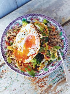 Hungover noodles: Crunchy veg, egg noodles & a runny egg! This super-tasty, quick noodle recipe is perfect when you're feeling a little down in the dumps A great looking dish. Who needs a hangover to eat this! Vegetable Recipes, Vegetarian Recipes, Cooking Recipes, Healthy Noodle Recipes, Asian Noodle Recipes, Healthy Food, Meat Recipes, Plats Healthy, Tasty