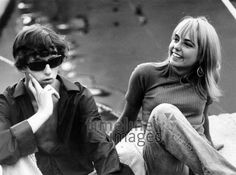 Jugendliche in St. Tropez, 1966 Hubertus Hierl/Timeline Images #Cotedazur #Tropez #Frankreich #Straßenszene #Menschen #60s #60er #youth #Jugend #Jugendliche #Protest #Hippie #Hippies #68er #Studentenbewegung #Rebellion #Emanzipation Timeline Images, Psychedelic, Couple Photos, Retro, Couples, Pictures, Students, Young Adults, France