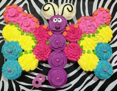 Butterfly made out of one batch of cupcakes. From a collection of Best Birthday Pull Apart Cupcake Cakes. Cupcakes Design, Cupcakes Cool, Cupcake Cake Designs, Cute Cakes, Cupcake Cakes, Cupcake Ideas, Kid Cakes, Yummy Cakes, Ladybug Cupcakes