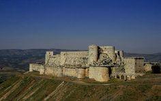 Krak des Chevaliers Castle-Fortress Location: Tartus, Syria on the map When built: Height: X м; Krak Des Chevaliers, Beautiful Castles, Beautiful Buildings, Naher Osten, Templer, Famous Castles, Royal Life, Le Palais, Saint Jean