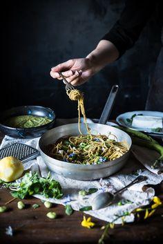Spaghetti con crema di piselli, caprino e fave fresche-Spaghetti with cream of peas, caprino and fava beans - Frames of sugar-Fotogrammi di zucchero