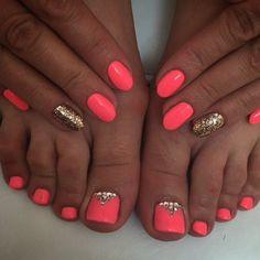 60 ideas gel pedicure designs toenails glitter for 2019 Glitter Toe Nails, Pink Toe Nails, Pretty Toe Nails, Toe Nail Color, Cute Toe Nails, Summer Toe Nails, Feet Nails, Nail Colors, My Nails