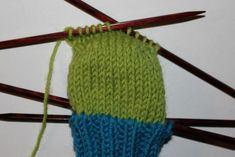 Enkel, komfortabel genser som strikkes med to tråder. En tråd økologisk ull o& Sewing Patterns Free, Free Sewing, Sewing Tutorials, Knitting Patterns, Crochet Patterns, Knit Hat Pattern Easy, Free Pattern, Free Crochet, Knit Crochet