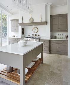8 Inventive Hacks: White Kitchen Remodel Brass Hardware kitchen remodel on a budget brown.Kitchen Remodel With Island L Shape kitchen remodel checklist style.Small Kitchen Remodel With Laundry. Shaker Style Kitchens, Grey Kitchens, Home Kitchens, Luxury Kitchens, Style Shaker, Coastal Kitchens, Cottage Kitchens, Small Kitchens, Kitchen Living