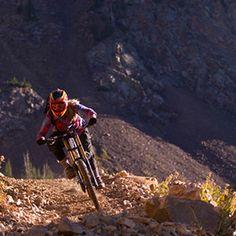 Pro Downhill mountain biker, Amanda Batty – Gnarly Nutrition #downhillmtnbiking #doenhillmountainbiking #girlstahtbike
