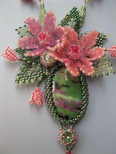 by elina ivanova bead flowers and leaves Seed Bead Necklace, Seed Bead Jewelry, Seed Beads, Beaded Jewelry, Seed Bead Flowers, Beaded Flowers, Bead Embroidery Jewelry, Beaded Embroidery, Beaded Banners