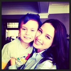Rachel Nichols with Lexa Doig's son, Sam, behind the scenes of Continuum S2 (via ticklenichols on Instagram)