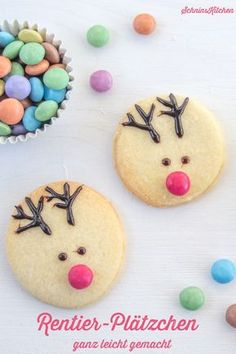 Rentier-Plätzchen – schnell und einfach verziert Reindeer cookie without extra reindeer cookie cutter is not possible? Bake round cookies and decorate with Smarties and chocolate letters- www. Reindeer Biscuits, Reindeer Cookies, Magic Reindeer Food, Christmas Cookies, Holiday Desserts, Holiday Recipes, Chocolate Letters, Easy Smoothie Recipes, Pumpkin Spice Cupcakes