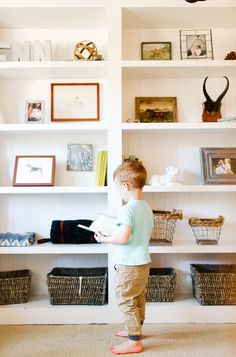 Built-in bookshelf in little boys room // little boy reading