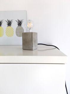 Bastelanleitung für eine stylische Lampe mit Betonsockel, denn eine Lampe aus Beton kann man mit recht einfachen Werkzeugen und Materialien selbst anfertigen. Hier meine Anleitung.