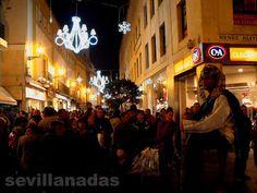 calle Tetuán Navidad Más info sobre Navidad en Sevilla: http://hotelriberadetriana.com/blog/navidad-en-sevilla