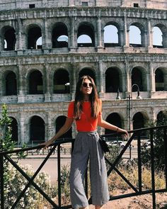 6 City Breaks That Won't Break The Bank - Herbst Kleidung Casual Dresscode, Casual Outfits, Cute Outfits, Sweater Outfits, Cute Summer Outfits, Holiday Outfits, City Break Outfit Summer, Cullotes Outfit Casual, Spring Outfits