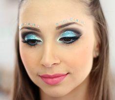 05-maquiagem azul para o carnaval com muito brilho e glamour
