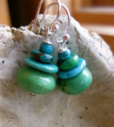 Turquoise Cairn Earrings Ascending von Mannybeads auf Etsy