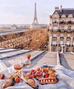 Picnic in Paris looking at the Eiffel Tower. Bucket list wanderlust things to do. Wonderful Places, Beautiful Places, Picnic In Paris, Places To Travel, Places To Go, Travel Aesthetic, Aesthetic Beauty, Paris Travel, Dream Vacations