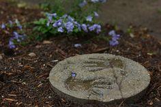 5 Ways to Make DIY Stepping Stones Molds Ashlyn Gardening Ideas - Dmitrends Concrete Stepping Stones, Mosaic Stepping Stones, Garden Steps, Easy Garden, Garden Paths, Garden Art, Amazing Gardens, Beautiful Gardens, Mosaic Garden