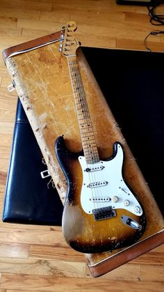 Guitar Pics, Guitar Amp, Cool Guitar, Acoustic Guitar, Fender Relic, Fender Stratocaster, Fender Guitars, Bass Saxophone, Violin