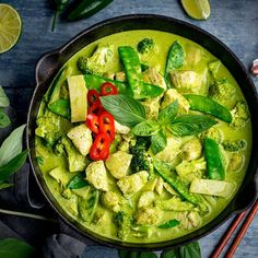 Deliciously rich and aromatic Thai Green Chicken Curry with homemade curry paste. Make it mild or spicy with a vibrant creamy sauce. Thai Green Chicken Curry, Green Curry Sauce, Gf Recipes, Curry Recipes, Healthy Recipes, Dinner Recipes, Curry Pasta, Hottest Curry, Homemade Curry