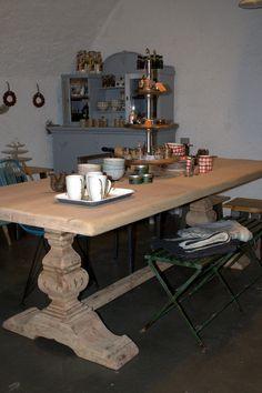 Wunderschöner grosser Tisch aus Lindenholz. Metal Furniture, Wood And Metal, Industrial Style, Dining Table, Design, Home Decor, Table, Timber Wood, Homes