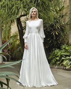 Elegant Bride, Elegant Wedding Dress, Designer Wedding Dresses, Silk Wedding Dresses, Long Sleeved Wedding Dresses, Wedding Dress Sleeves, Long Sleeve Wedding, Dresses With Sleeves, Simple Wedding Dress With Sleeves