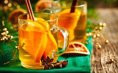 Mulled Magners: The makers of Magners Irish Cider have pulled together some of our favorite cocktail recipes to share. Cocktails Champagne, Cider Cocktails, Hot Mulled Cider Recipe, Magners Cider, Christmas Treats, Christmas Holidays, Irish Drinks, Gin Tonic, Marie Claire