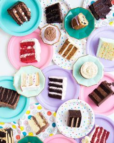 Anyone else agree that our next pop up/meet up should include cake and all sorts of baked goods as well? Both LB&PB have a sweet tooth   #colombo #srilanka  : @studiodiy
