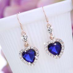 2017 Classic Crystal Aleación Amor Azul Rhinestone Gota Cuelga Los Pendientes para Las Mujeres de La Muchacha Del Corazón Del Océano Joyería de Moda Regalos