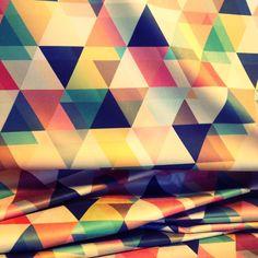 triângulos, tecido estampado, estampa geométrica, modern pattern, estampas contemporâneas, home, casa, decor, estampas para casa, tecido para casa, tecido para decoração, parede estampada, tecido para parede, papel de parede
