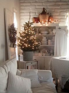 Cabin & Cottage : A Little Corner Before And After Cottage Christmas, Shabby Chic Christmas, Nordic Christmas, Christmas Love, Country Christmas, Winter Christmas, All Things Christmas, Christmas Ideas, Hygge
