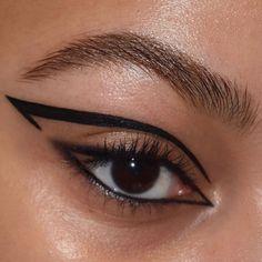 eyeliner makeup looks Edgy Makeup, Makeup Eye Looks, Eye Makeup Art, No Eyeliner Makeup, Cute Makeup, Skin Makeup, Makeup Inspo, Makeup Inspiration, Beauty Makeup