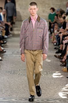 See the complete Junya Watanabe Spring 2018 Menswear collection.