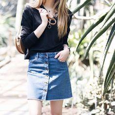 Button up denim skirt  Instagram @dentellefleurs