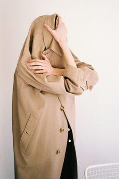 Helpful Fashion Photography Tips – Designer Fashion Tips Toni Erdmann, Editorial Photography, Fashion Photography, Narrative Photography, Looks Cool, Belle Photo, Portrait Photographers, Portrait Shots, Editorial Fashion