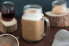 Un délicieux latte pareil comme au café, mais facile à faire à la maison, avec une touche d'érable!