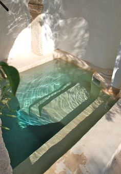 Natural Pool Ideas On Home Backyard Pool Ideas On Home Backyard garden design with a small plunge pool to relax in - Beleb .Invigorating garden design with a small plunge pool to relax Mini Piscina, Piscina Interior, Mini Pool, Mini Spa, Mini Mini, Sweet Home, Sweet Sweet, Design Jardin, Building A Pool