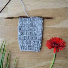 Rikottu joustinneule - 52 sukanvartta Knitting Stitches, Knitting Socks, Crochet Socks, Knit Crochet, Boot Toppers, Wool Socks, Diy Projects To Try, Mittens, Sewing