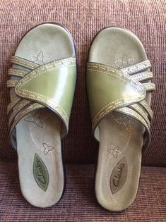 24980c7f5b67c7 Clarks Leather Macbeth Slides Sandals Slip On Shoes Women s 6.5 Pea Olive  Green  Clarks