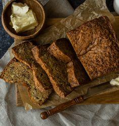 Maak je eigen bananenbrood met dit recept voor bananenbrood havermout! Lekker met een klein beetje roomboter. Smullen!