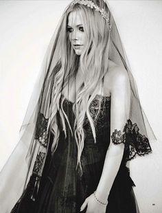 Le mariage gothique d'Avril Lavigne