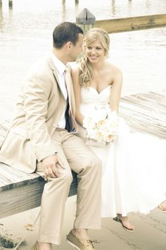 Bride Jen looking beachy and beautiful in Nicole Miller.