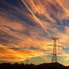 Espectacular puesta de Sol hoy en Ribarroja. #Atardecer #Sol #Nubes #Cielo #Ribarroja #estoyenribaroja by kikebm__78