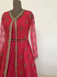 The peach project collection provides affordable lehengas, sarees, blouses and dupattas for the modern Indian woman. Saree Blouse, Sleeveless Blouse, Jacket Lehenga, Indian Dresses, Blouse Designs, Designer Dresses, Jackets For Women, Fashion Dresses, Peach