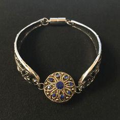 Magnifique bracelet mode filigrane argente avec bouton pression filigrane dore strass bleus