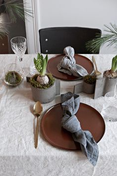 Christmas lunch in pretty surroundings The Norwegian brand agency Woods Agentur invited to a Christmas lunch in their fantastic showroom in Oslo today, and they had decorated a wonderful table for us using their brands The post Christmas l