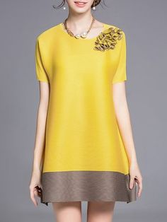 Shop Tunics - Short Sleeve Color-block Crew Neck Casual Tunic online. Discover unique designers fashion at StyleWe.com.