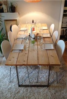 table-salle-a-manger-recup. Dining table made of formwork boards – here's the self-assembly instructions for … - DIY Furniture Ideas Love this dining table and the chairs, too Easy and cheap but beautiful DIY table When it comes to interior decoration