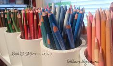 Original pinner sez: Organization for the artist who collects and uses an array of art of supplies (as I do! This is practical and easy to make. at Beth S Macre ~ Art Journal: Studio Organization - Colored Pencils Colored Pencil Holder, Colored Pencils, Marker Storage, Craft Storage, Colouring Techniques, Art Techniques, Image Crayon, Space Crafts, Craft Space